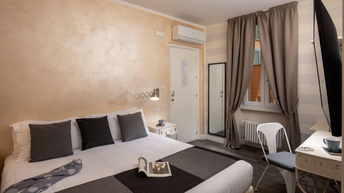 Spagna-Secret-Rooms-Rome-Economy