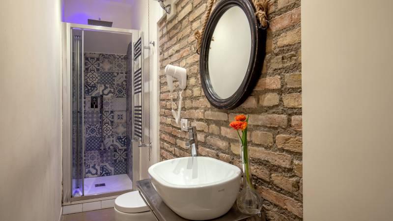 Spagna-Secret-Rooms-Rome-Bathroom-Standard-1